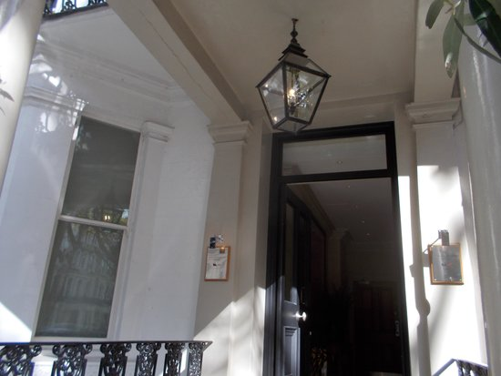Knightsbridge Hotel: Hotel entrance