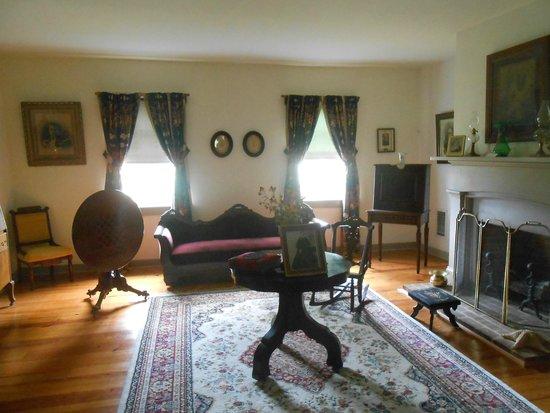 The Dr. Samuel Mudd House & Museum : Living  Room.
