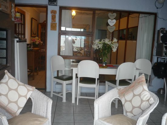 A1 Kynaston B&B: braai dining room