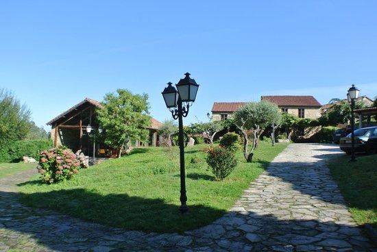 Casa alda Gasamans: вид с парковки на касу