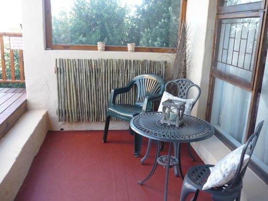 A1 Kynaston B&B: bird room stoep area covered