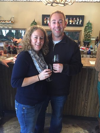 Simon Creek Vineyard & Winery: Tasting at the wine bar
