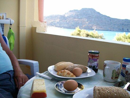 Morpheas Apartments: breakfast at the balcony