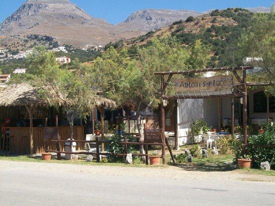 Morpheas Apartments: taverna