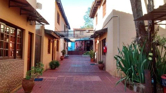 Terra Iguazu Apart Hotel : Vista desde la entrada del hotel