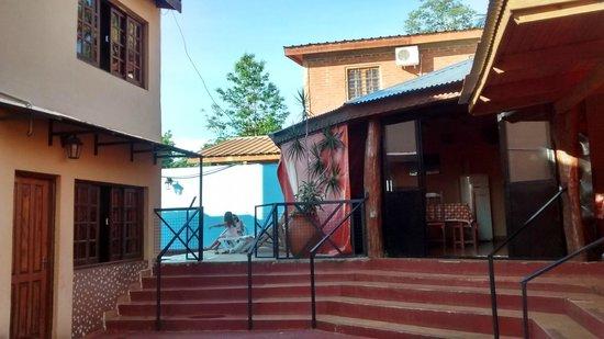 Terra Iguazu Apart Hotel : Vista del quincho e ingreso a la pileta