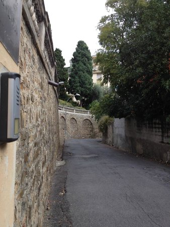 Hotel Villa Sylva : Subida para o hotel