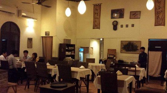 Huong Lai Restaurant: interior