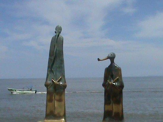 Zona Romantica : необычные скульптуры на набережной