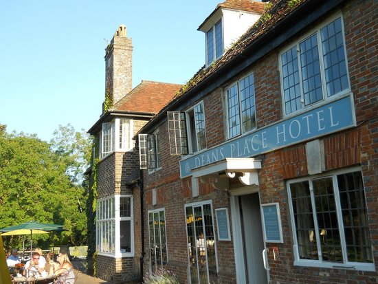 Deans Place, Country Hotel and Restaurant: Front patio