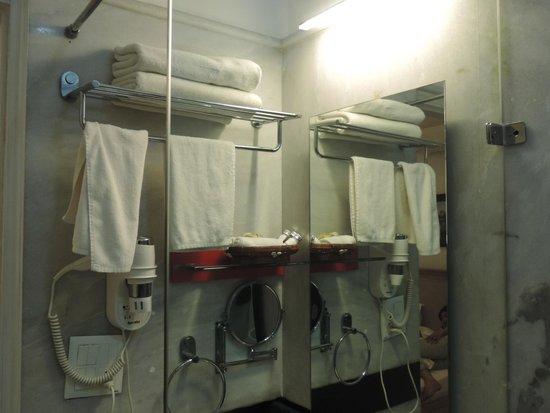 Colonel's Retreat: Bathroom