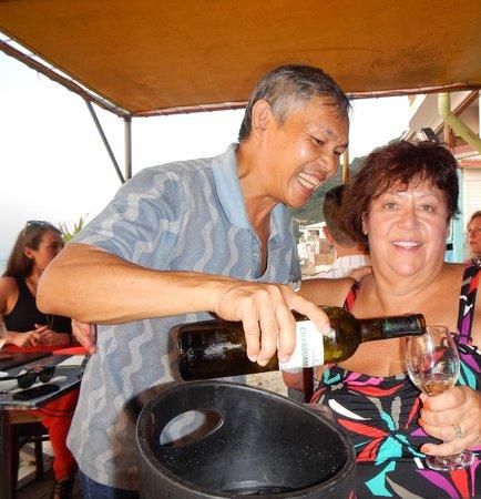 Restaurant Cam Ranh Bay - Viet Thai: Owner serving wine