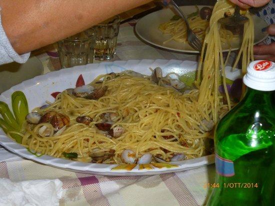 Spaghetti vongole e bottarga picture of tavola azzurra 3 - Tavola azzurra 3 ...