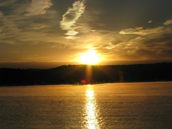 Happy Hollow Resort: Fall Sunrise over Table Rock Lake