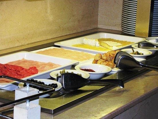 Hennessy Park Hotel : breakfast