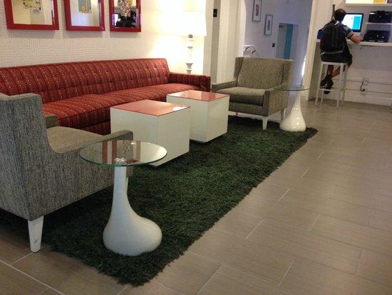 Americania Hotel: Sala de espera no lobby