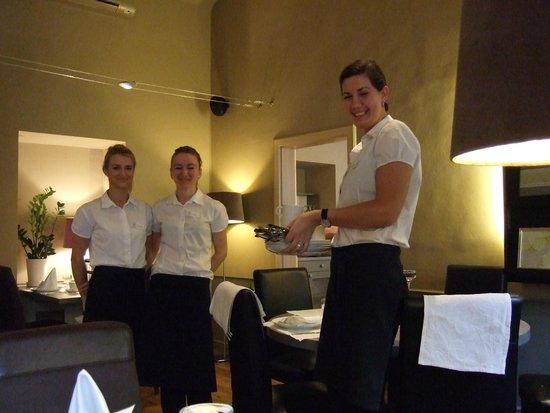 Unitas Hotel: Charming breakfast staff.