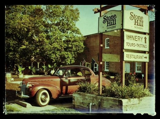 Stone Hill Winery: Entrance to Stone Hill
