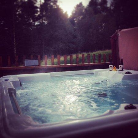 Forest Holidays Cropton, North Yorkshire: Hot Tub Golden Oak Hideaway