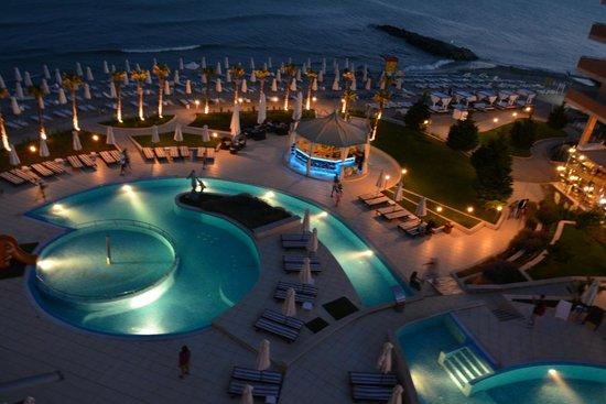 Zornitza Sands SPA Hotel : вечереет-отдых на болконе