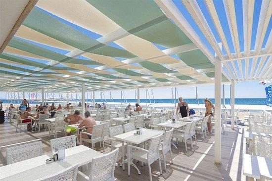 Hotel Terrace Beach Resort: Je kan hier eten en drinken aan het strand, hoort bij het allinclusief