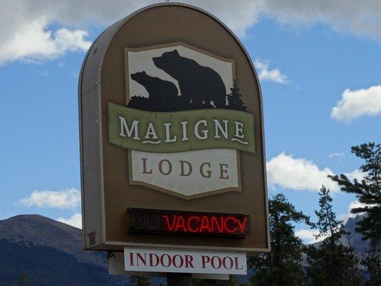 Maligne Lodge: Hotel sign