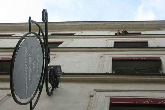 Le Relais Montmartre: Haut Hello