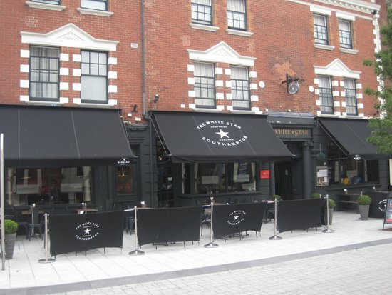 The White Star Tavern : Exterior of Hotel