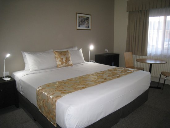 Country Lodge Motor Inn: Comfort King