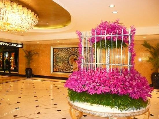 Shangri-La's Eros Hotel: foyer