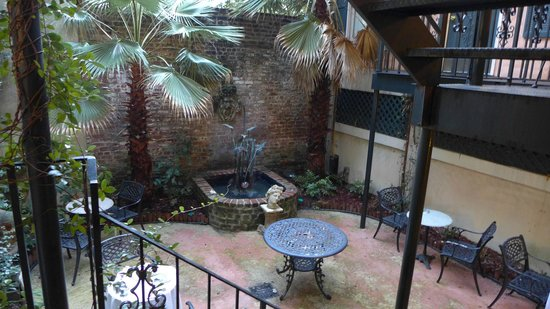 Foley House Inn: Courtyard