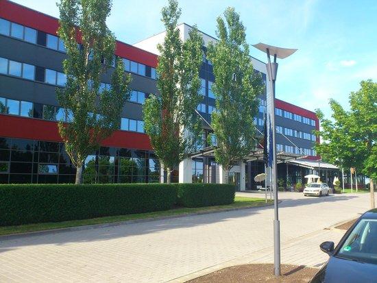 NOVINA Hotel Herzogenaurach: Front of the hotel