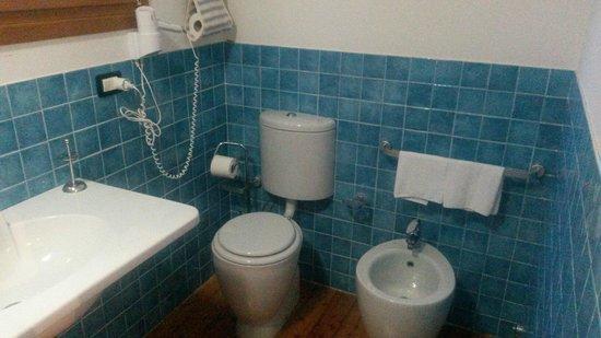 Agriturismo Fattorie di Montechiaro: Bagno camera