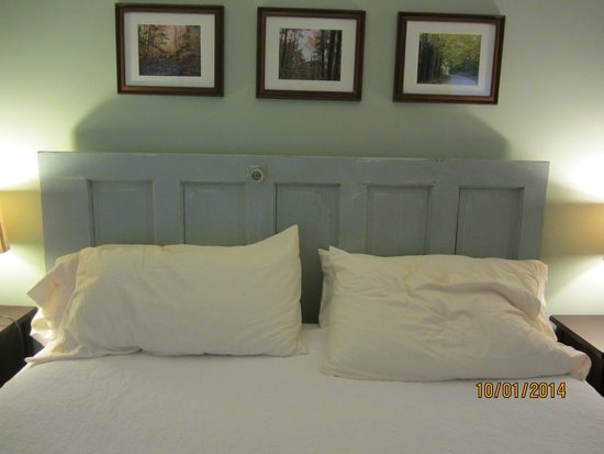 1824 House Inn: Door Headboard