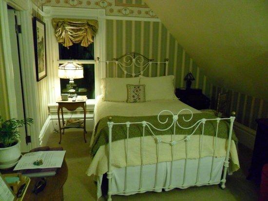 C'est La Vie Inn: Gauguin Room