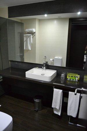 Hotel Silken Gran Teatro: Excelente baño