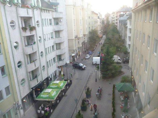 Leonardo Hotel Budapest: View from Room