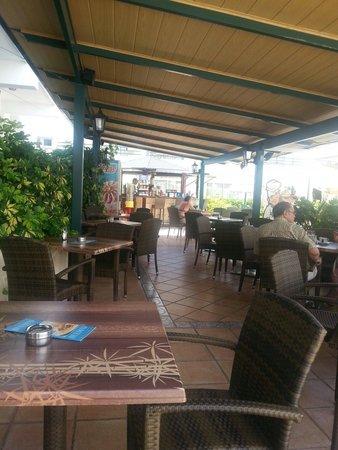 HOVIMA Panorama: Pool bar area