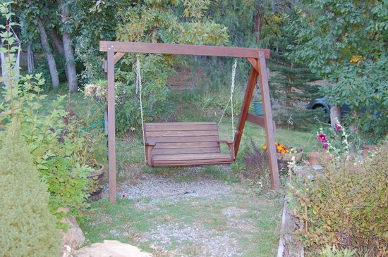 Country Sunshine Bed and Breakfast : Sit outside and enjoy the peace and quiet!