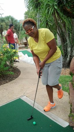 Congo River Golf: One-legged challenge