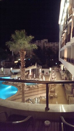 Golden Rock Beach Hotel : The 'seaview' from room 222