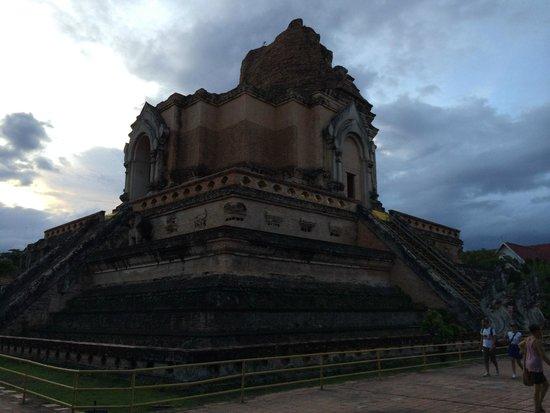 c - Picture of Wat Chedi Luang Varavihara, Chiang Mai ...