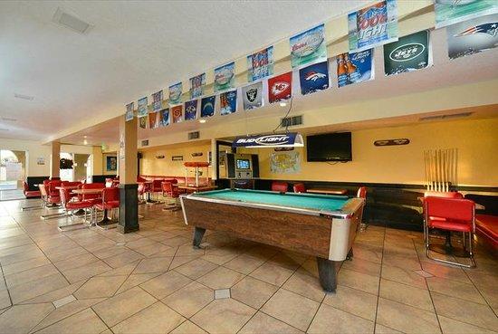 Vacation Inn: Bar Area