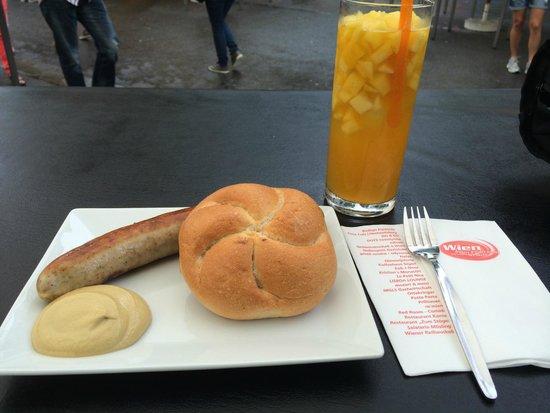 Rathausplatz: Wurst with Mango Bowle