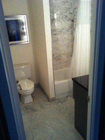 Melrose Georgetown Hotel : baño