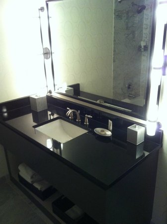 Melrose Georgetown Hotel: baaño