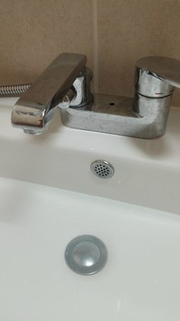 Bathroom Sink Missing Release Lever Standing Water Like Rd World - Standing water in bathroom sink