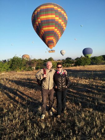 Road Runner Travel - Day Tours: Hot air baloon experience