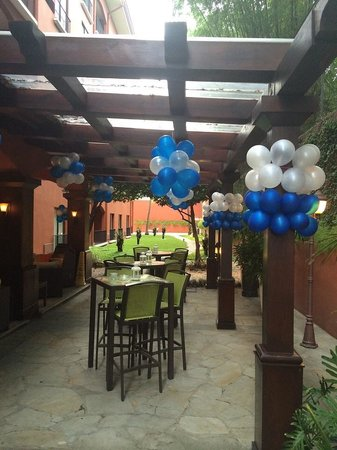 Courtyard By Marriott Santo Domingo: The patio at the Courtyard
