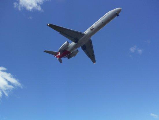 A Qantas 717 Landing over Seven Mile Beach